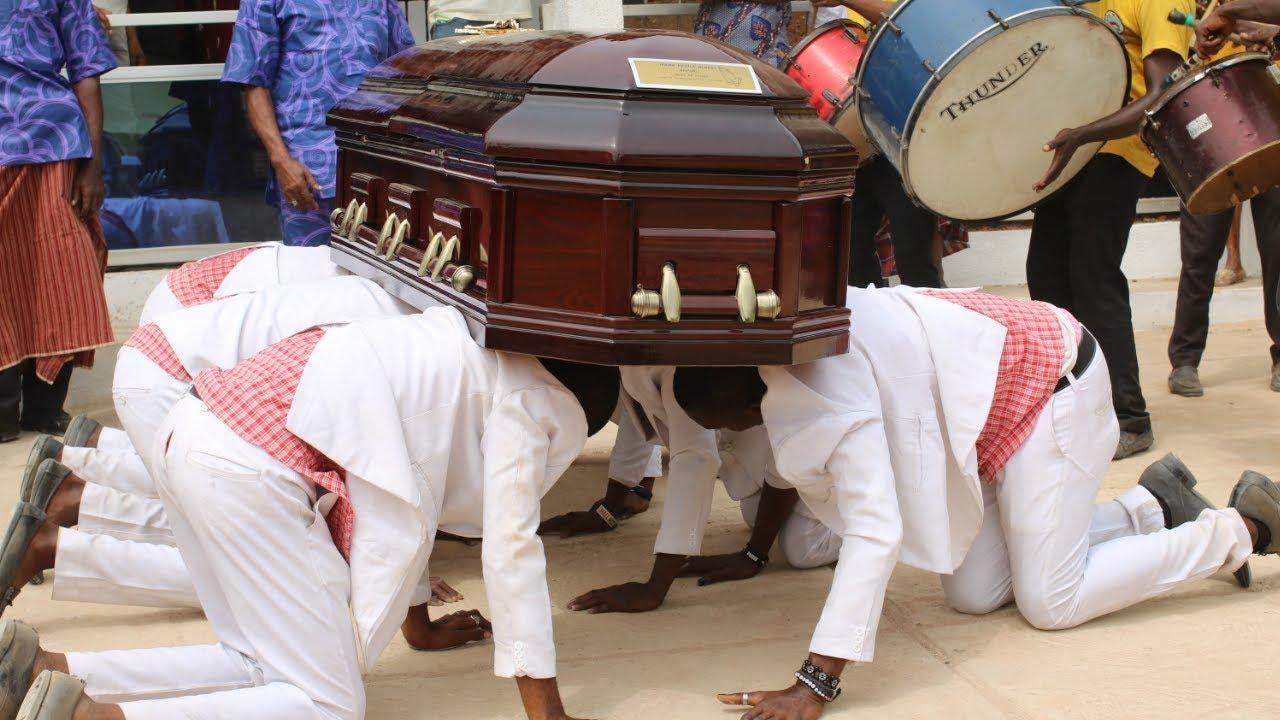 DANCING PALLBEARERS - Nigerian (Igbo) Funeral | It's Iveoma - YouTube