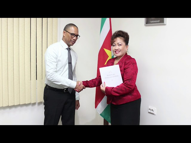 21 07 2018 Minister JusPol ontvangt werkplan Raad Huiselijk Geweld