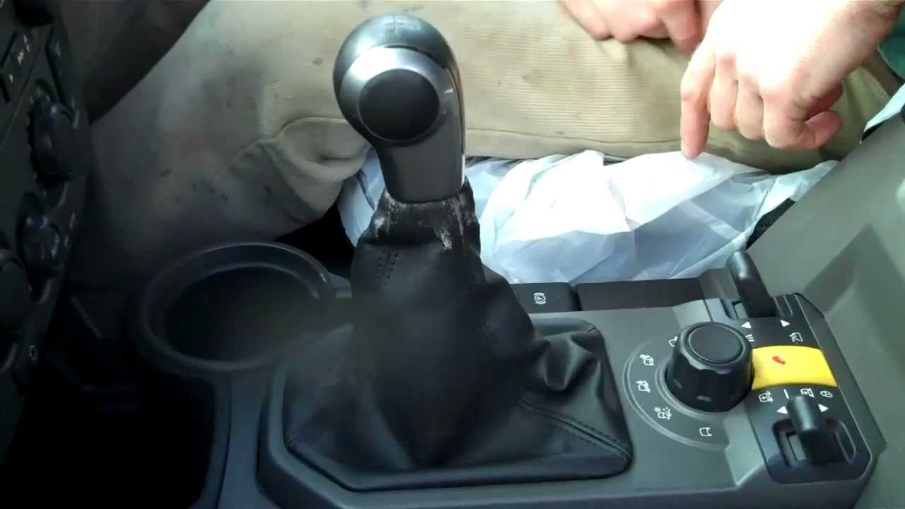 How to change the gear knob / gear lever gaiter on Land Rover Discovery 3  LR3
