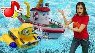 Видео про машинки и кораблики для детей. Игрушки попали в шторм!