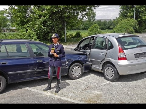 Polizia Stradale in azione: incidente con e senza feriti. Cosa fare