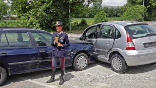 Polizia Stradale in azione: incidente con e senza feriti. Cosa fare thumbnail