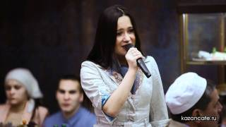 Сюмбель Билалова и Рэдик Ефремов в Чай-баре