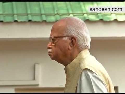 Lal Krishna Advani Hoists  National Flag In Delhi