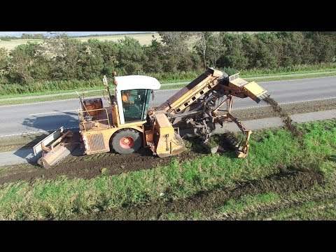 Dücker Bankettfräse SBF 900   Ditch Cleaning On Public Road   Danish Agriculture & Construction