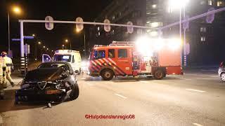 Beelden tp bij ongeval in Nijmegen waar auto op kop belandde
