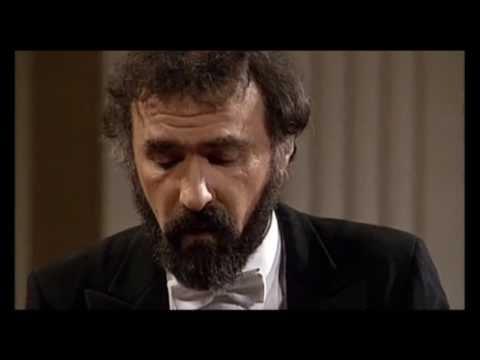 Mozart piano concerto # 19 in F major ~ RADU LUPU / David Zinman conducting