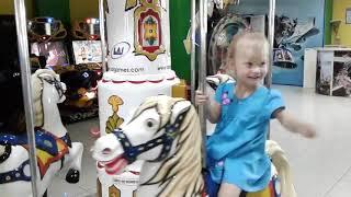 Фото Ребенок на игровых аттракционах . Нетландия . Макеевка.  Август 2017