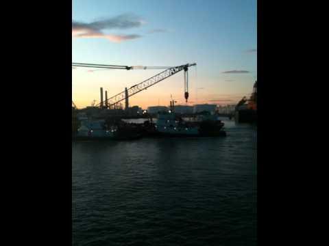 DonJon Marine, 400 ton crane barge