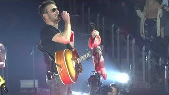 "Eric Church in Kansas City ""Fat Bottomed Girls"" 3/01/19"