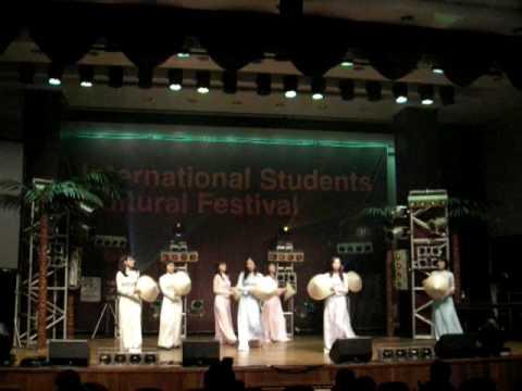 Thuong qua Viet Nam (Vietnamse dance)