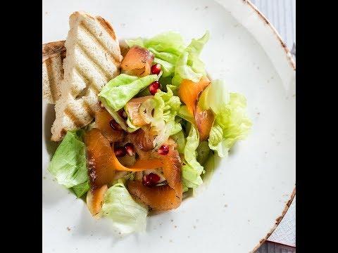 Salată cu somon marinat și pere