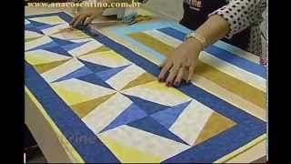 Repeat youtube video Patchwork com Ana Cosentino: Caminho de Mesa Catavento (Programa Vitrine na Tv)