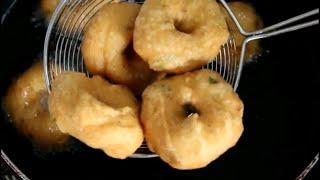 uddina vada in Kannada / medu vada