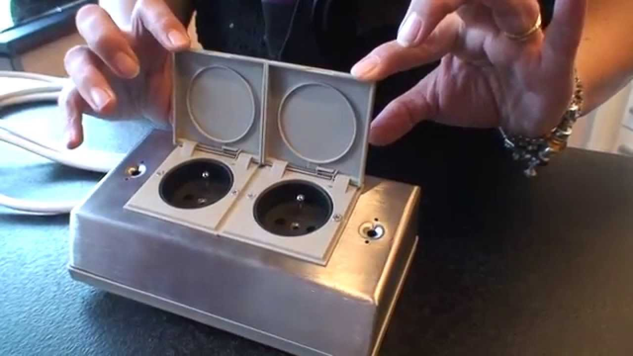 Bloc deux prises ilot cuisine avec clapet youtube for Cuisine avec bloc central