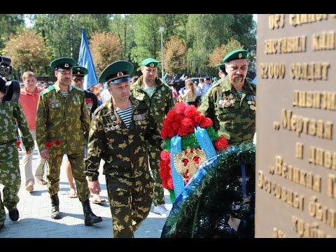 Погранцы поздравляют десантников в г Ярославле День ВДВ 2016