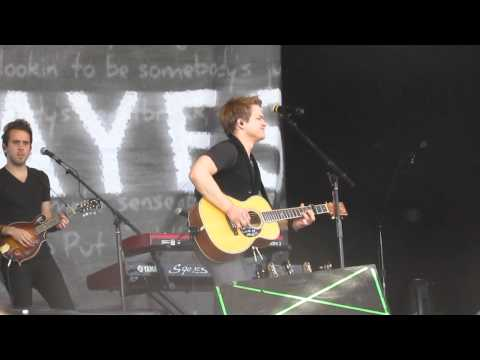 Everybody's Got Somebody But Me - Hunter Hayes LIVE