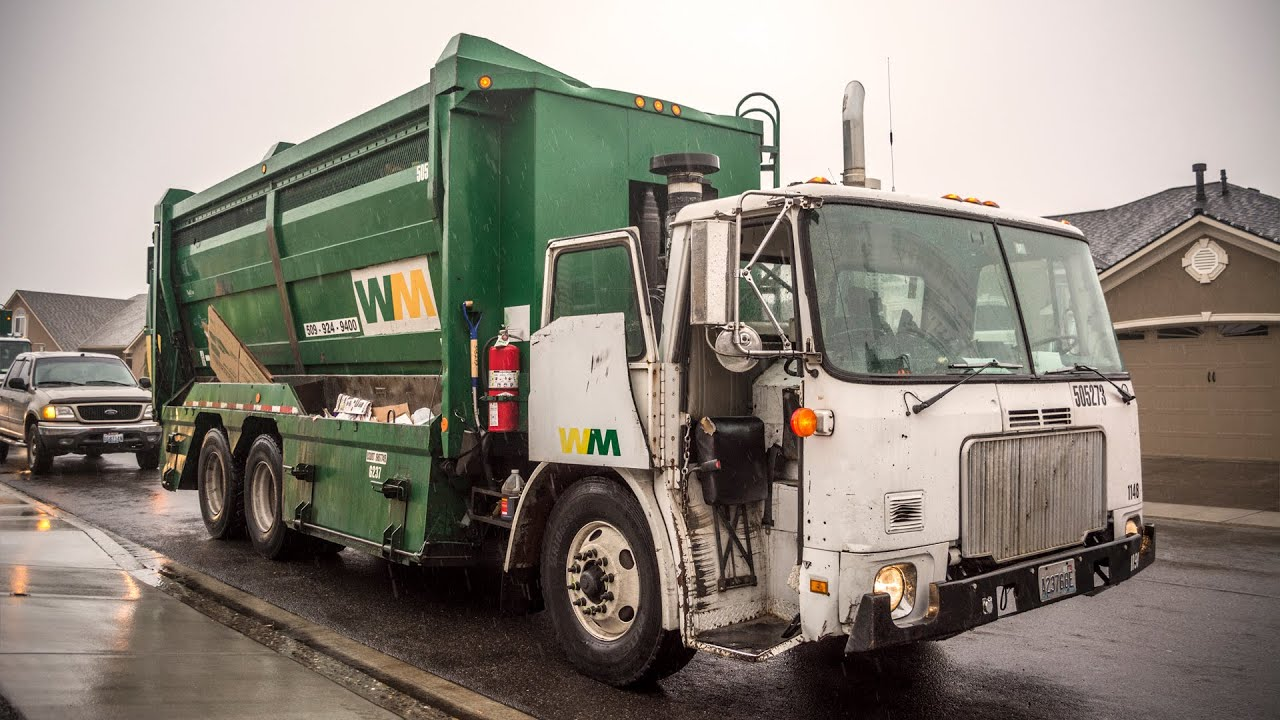 Volvo WXLL Labrie Top-Select Recycle Truck