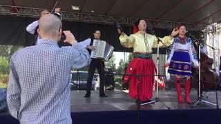 """Українські народні пісні у виконанні гурту """"Хуторяни"""". Уривки з концерту"""