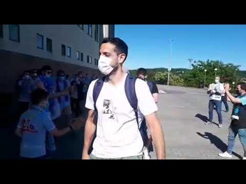 El caluroso recibimiento de la afición a los jugadores del Breogán