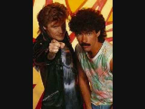 Hall & Oates - Kiss on My List (1980)