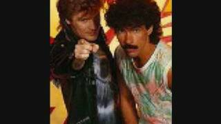 Hall & Oates - Kiss on My List (1980)