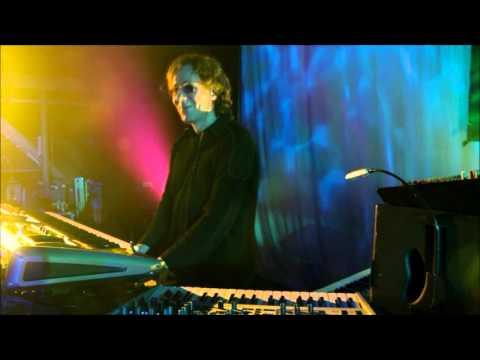Richard Barbieri totally enjoys Gavin Harrison's live drumming