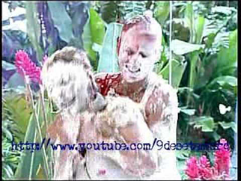 Xuxa e Ana Maria  Braga trocam tortadas no Mais Você - 10/12/2009