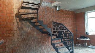 Фото Лестница для таунхауса в стиле лофт в коттеджном поселке Марсель