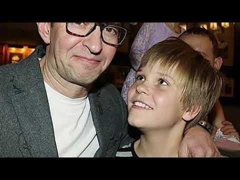«А он  похож на маму»: фанаты оценили свежее фото подросшего сына Константина Хабенского