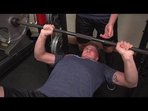Na NHL musíte mít svaly. Jak je nafukuje Jakub Vrána?