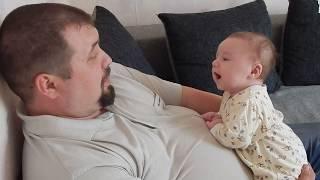 разговорчивый трехмесячный малыш