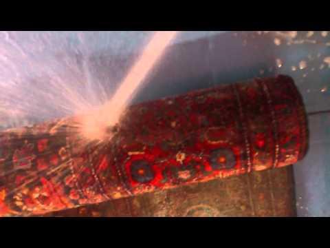 Limpieza Alfombra Antigua Persa Senneh: water dusting 3 mojado