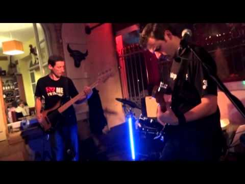 FUZZ - London Calling (The Clash Cover) Live