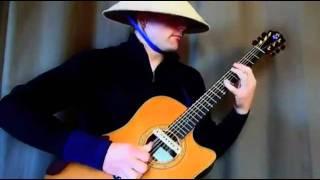 đội nón lá, chơi nhạc sàn bằng guitar