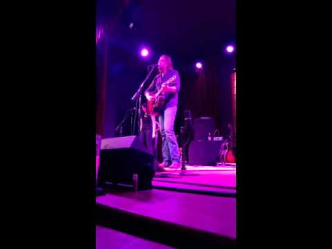 Hayes Carll &Aubrie Sellers Love don't let me down