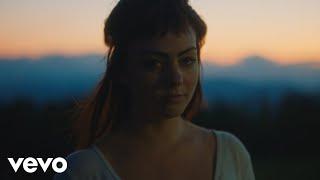Смотреть клип Angel Olsen - Lark