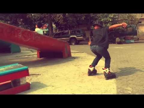 Blading in Paco skate plaza Philippines