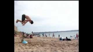 Double salto avant à la plage