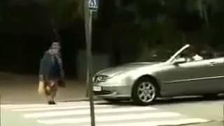 Как Старушка переходит дорогу Псих!! Юмор! Прикол! Смех