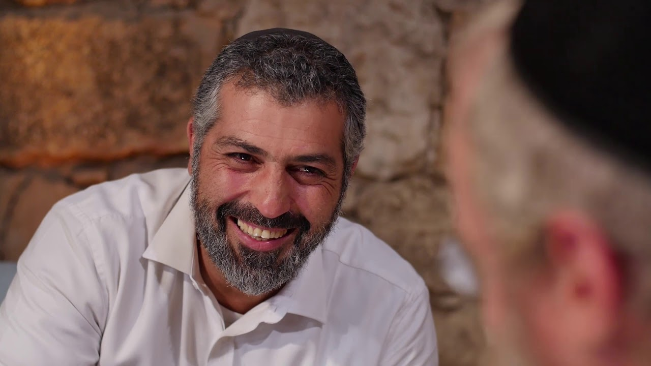 שפת התפילה: צבי יחזקאלי בשיחה עוצמתית עם הרב דניאל כהן (עם כתוביות בעברית)