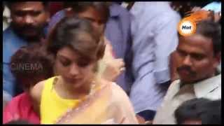 Actress KAJAL Agarwal pressed by Chennai Fans crowd