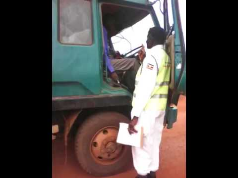 Police officer takes bribe on camera