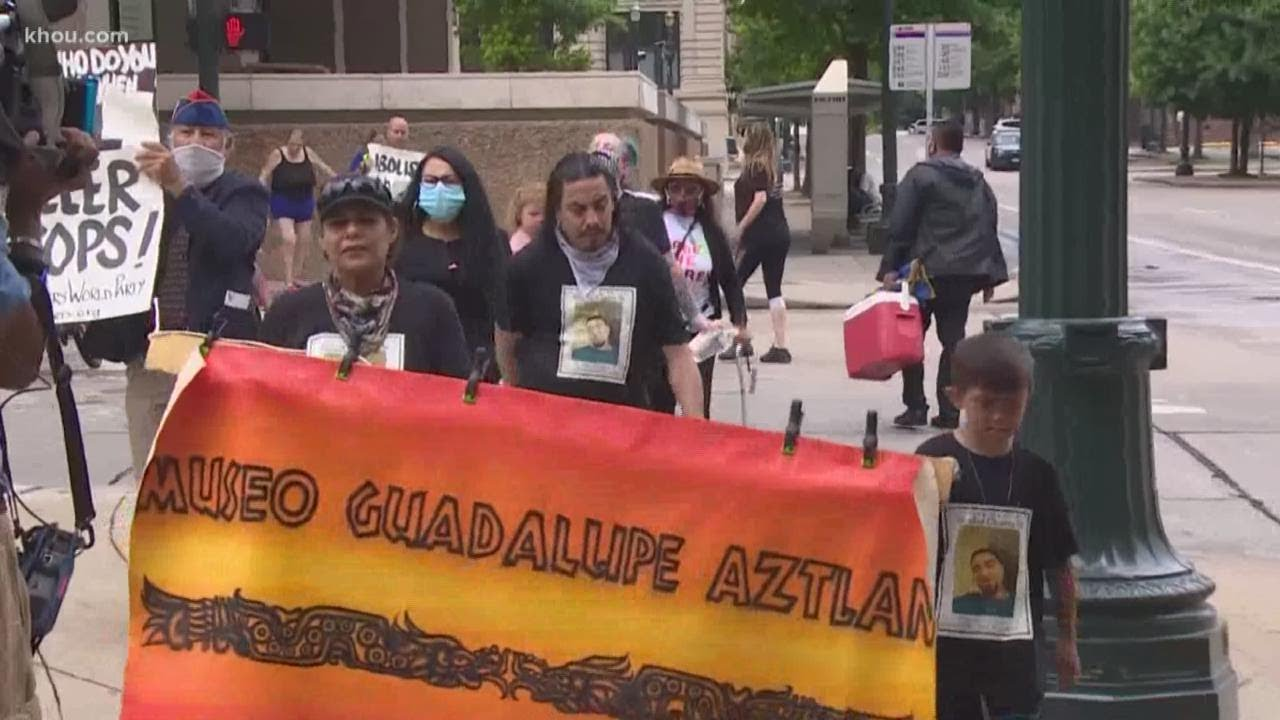 Download Houston protesters demand release of HPD video in police shooting of Nicolas Chavez