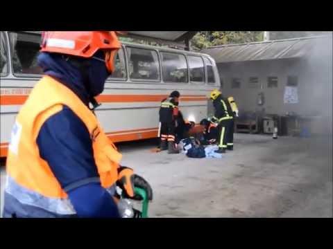 INCENDIO Y EVACUACION DE HERIDO SIMULACRO EN VILLAVICIOSA NOVIEMBRE 2014