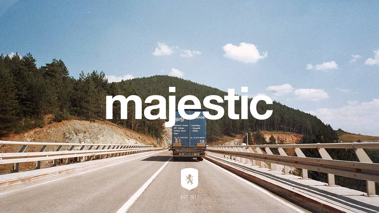 classixx-holding-on-majesticcasual