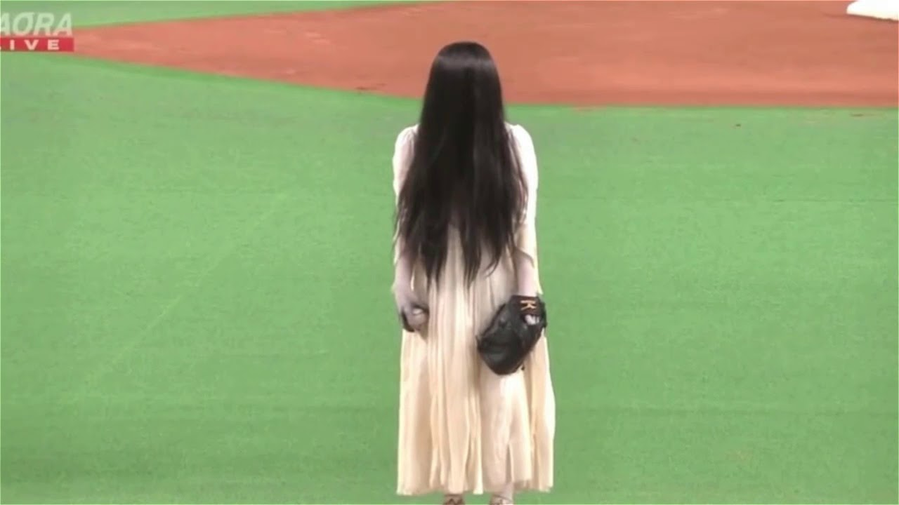 the-dead-girls-from-ring-and-the-grudge-faced-off-in-a-ballpark-creepiest-thing-ever