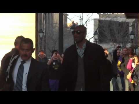 Kobe Bryant Leaving Lakers Minneapolis Hotel - iFolloSports.com