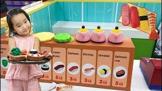맛있는 초밥있어요~ 수지의 일식집 아르바이트! 키즈카페 마트놀이 카트놀이 주방놀이 소꿉놀이 Indoor Playground Family Fun 리틀조이