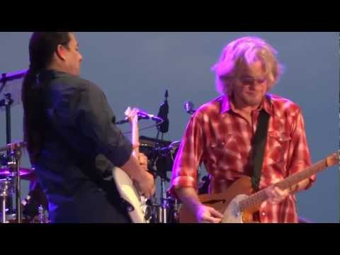Hall & Oates 'Say It Isn't So' in Lincoln, CA on 9/11/11